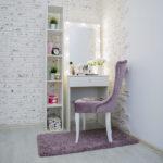 Grimernyj-stol-60×160-uzkij-s-zerkalom_0003_L59A3430.jpg