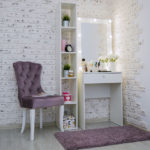 Grimernyj-stol-60×160-uzkij-s-zerkalom_0004_L59A3436.jpg