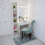 Grimernyj-stol-60×160-uzkij-s-zerkalom_0005_L59A3451.jpg