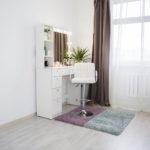 Grimernyj-stolik-s-zerkalom-i-podsvetkoj_0013_L59A2266-1.jpg