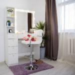 Grimernyj-stolik-s-zerkalom-i-podsvetkoj_0018_L59A2283.jpg
