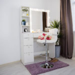 Grimernyj-stolik-s-zerkalom-i-podsvetkoj_0019_L59A2284.jpg