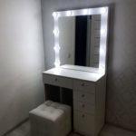 Grimernyj-stolik-s-zerkalom-otzyvy-ot-klientov-foto_0001_GRimernyj-stolik-na-5-jashhikov-Monako-s-zerkalom.jpg