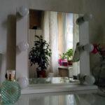 grimernoe-zerkalo-s-lampochkami-podsvetkoj_0001_img_2969.jpg