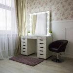 grimernyj-stol-bari-so-stekljannoj-stoleshnicej_0001_l59a7747.jpg