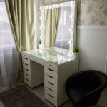 grimernyj-stol-bari-so-stekljannoj-stoleshnicej_0015_l59a7725.jpg