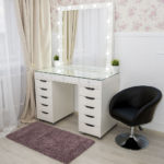 grimernyj-stol-bari-so-stekljannoj-stoleshnicej_0016_l59a7724.jpg