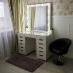 grimernyj-stol-bari-so-stekljannoj-stoleshnicej_0017_l59a7722.jpg