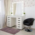 grimernyj-stol-bari-so-stekljannoj-stoleshnicej_0019_l59a7720.jpg
