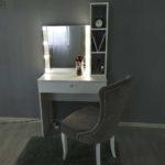 grimernyj-stol-s-zerkalom-i-stellazhom_0002_img_20190623_142727.jpg